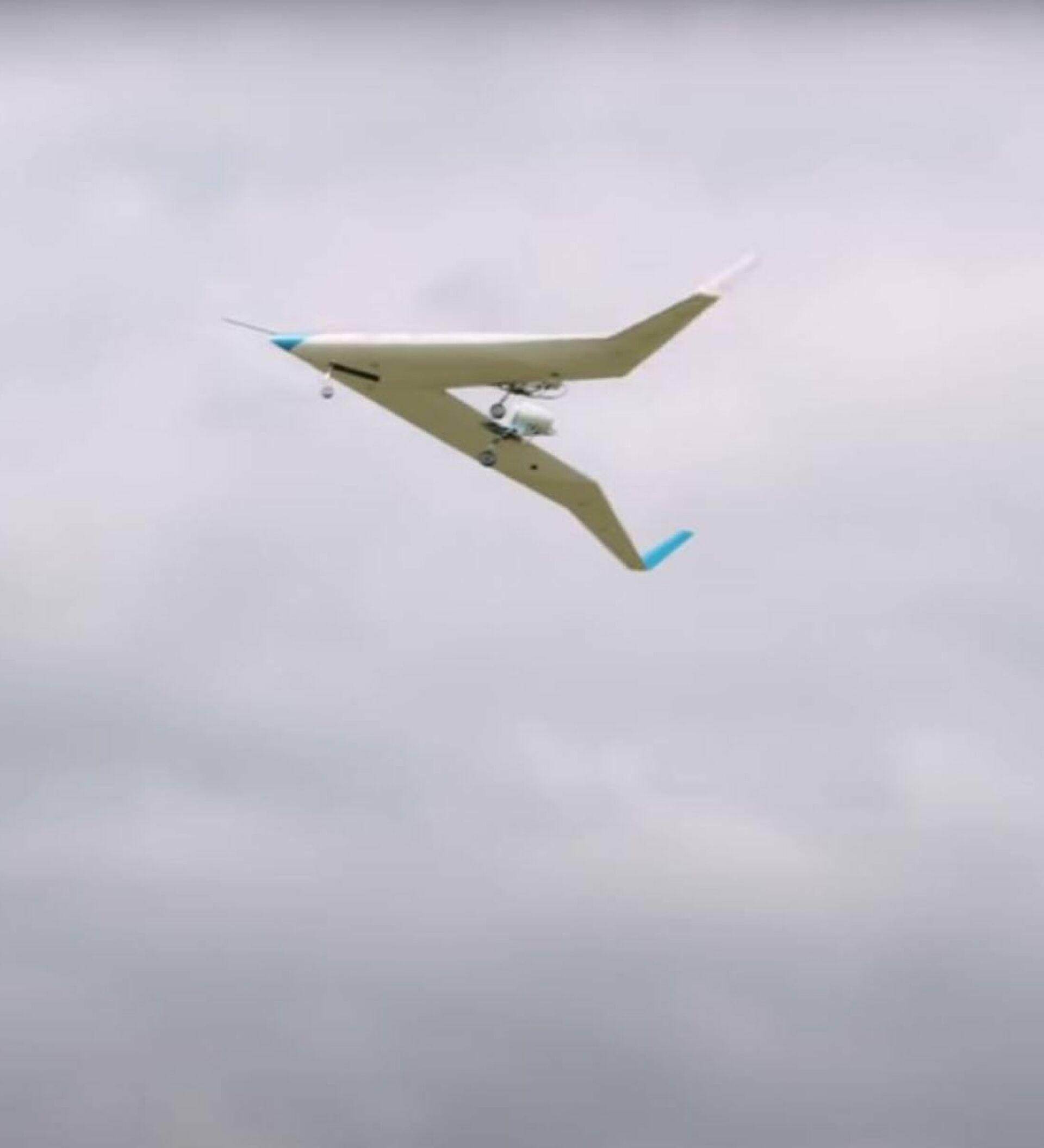 Een revolutionair V-vormig vliegtuig stijgt voor het eerst op