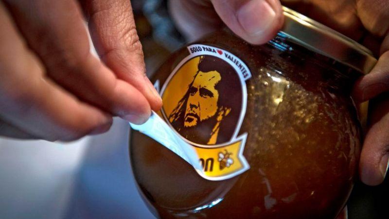 """Honey Gibson: het Chileense honingmerk verandert zijn logo na """"bedreigingen"""" van de advocaten van de Hollywood-acteur"""